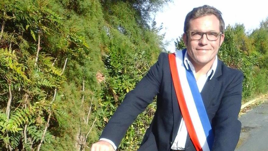 Grégory Gendre, alcalde del pequeño pueblo de Dolus de Oleron, lidera la lucha contra la cadena de comida rápida.