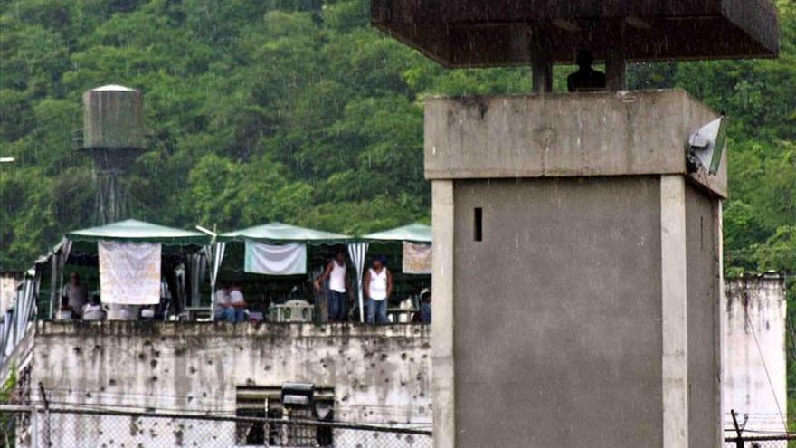 Grupo de internos se amotina en centro de rehabilitación social de Ecuador