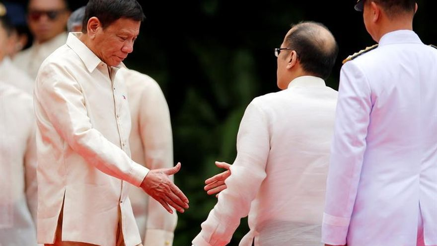 Rodrigo Duterte jura su cargo como presidente de Filipinas
