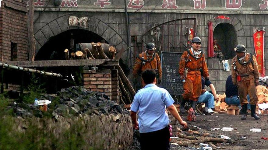 Rescatados con vida ocho mineros de una mina china derrumbada hace cinco días