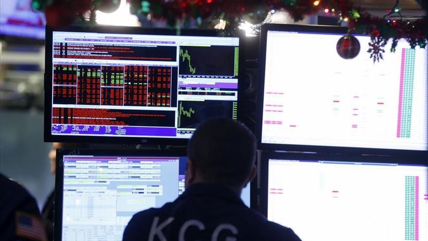 El Dow Jones pierde los 17.000 puntos y el Nasdaq los 5.000 puntos