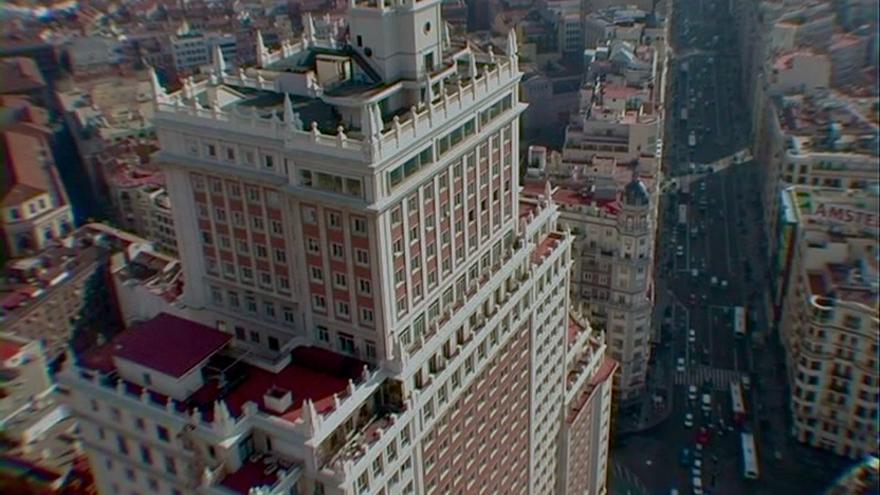 El edificio España en un fotograma del documental que lleva su nombre.