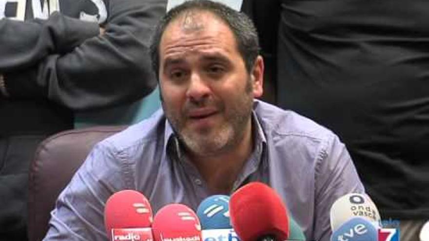 El alcalde de Sestao, Josu Bergara, durante una rueda de prensa.
