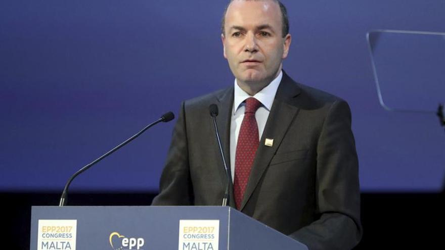 """El líder del PPE dice que si no se respeta la ley """"no hay democracia"""""""