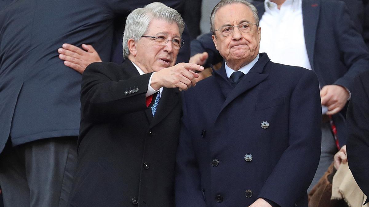 Enrique Cerezo, presidente del Atlético de Madrid, y Florentino Pérez, presidente del Real Madrid, en una imagen de archivo.