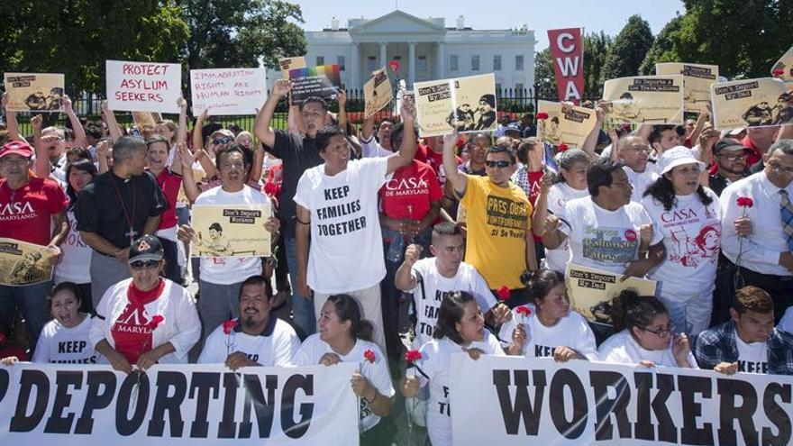 Activistas protestan ante la Casa Blanca contra la detención de inmigrantes