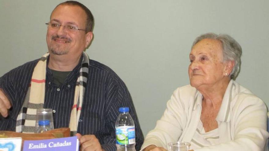 Emilia Cañadas y Xulio García, en la presentación del libro