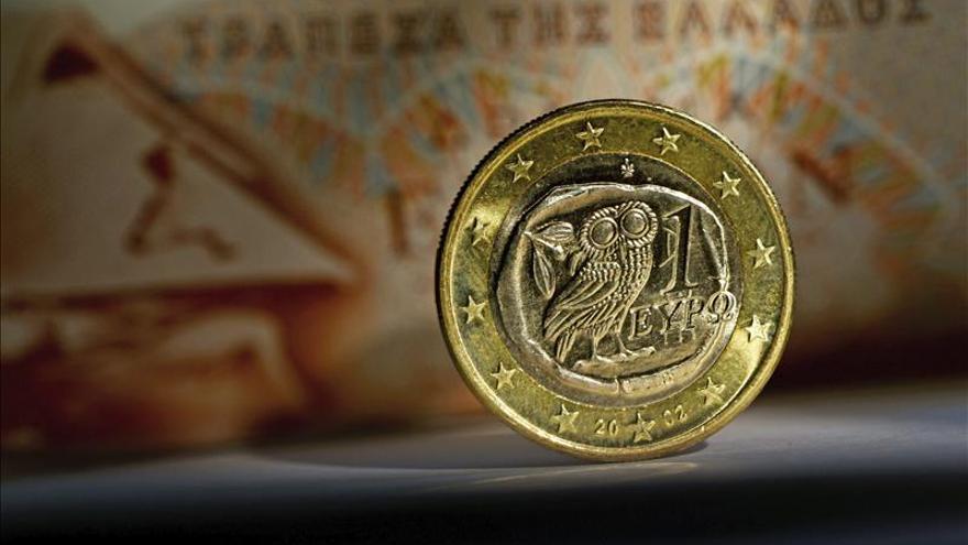 El euro cae hasta los 1,1136 dólares