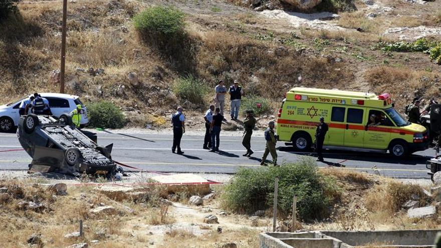 Un israelí muerto por disparos de palestinos en carretera de Cisjordania