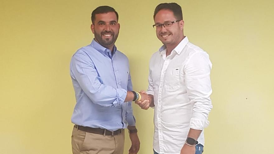 Yordan Piñero (ASG), alcalde del Ayuntamiento de Hermigua, y Jacob Piñero (PSOE), primer teniente de alcalde,