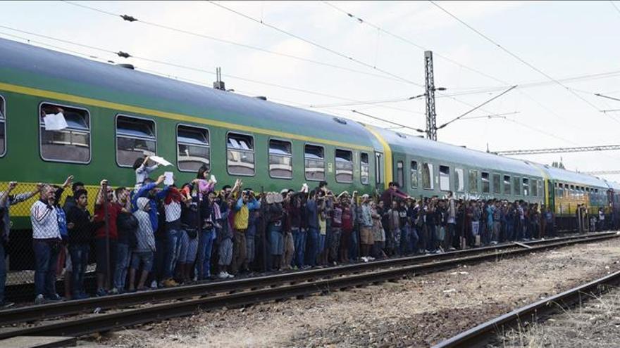 Orbán dice que llegarán millones de refugiados si la UE no defiende fronteras