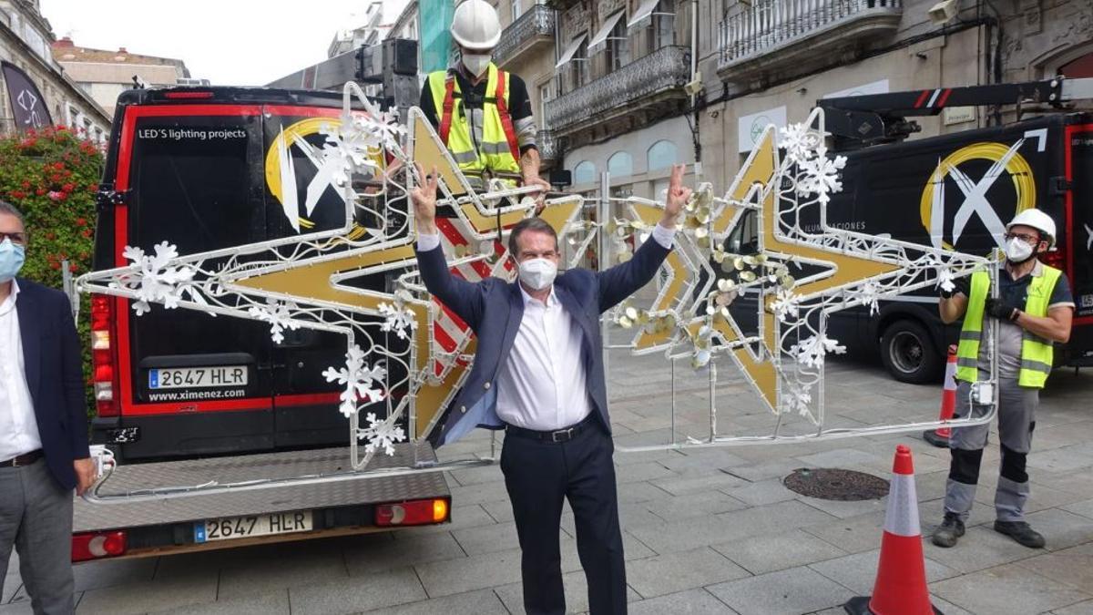 El alcalde de Vigo, con las primeras luces de Navidad