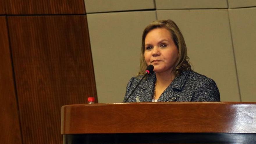 Senadoras denuncian protección judicial a docente paraguayo en un caso de acoso