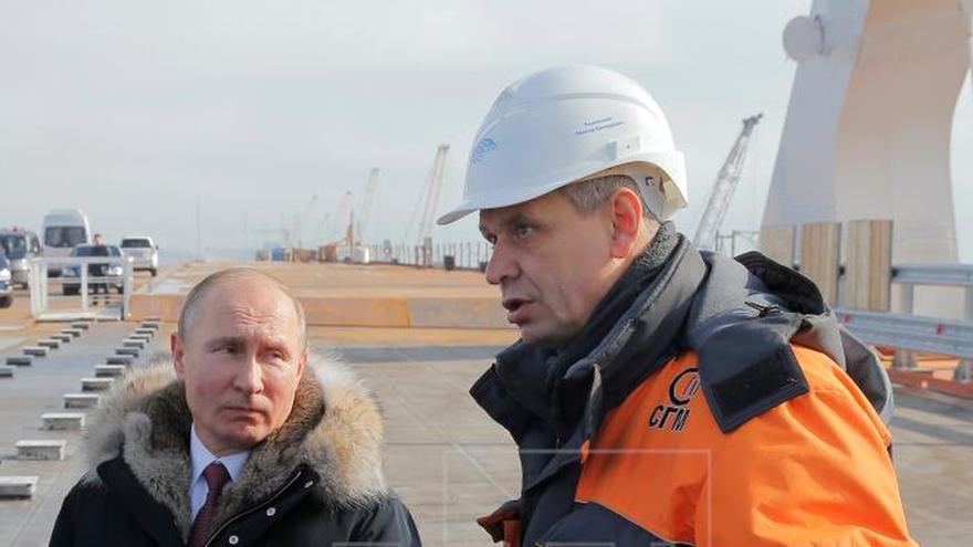 Putin hace campaña en Crimea en medio del terremoto con Londres