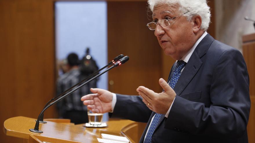 El Justicia de Aragón, Fernando García Vicente, ha remitido a las Cortes un informe sobre la despoblación.