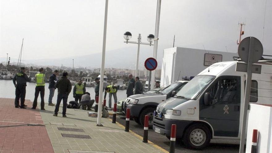 Muere en Melilla menor inmigrante al intentar alcanzar un barco como polizón