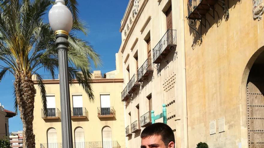Guillermo, trabajador precario del sector hotelero, despedido por reivindicar sus derechos.