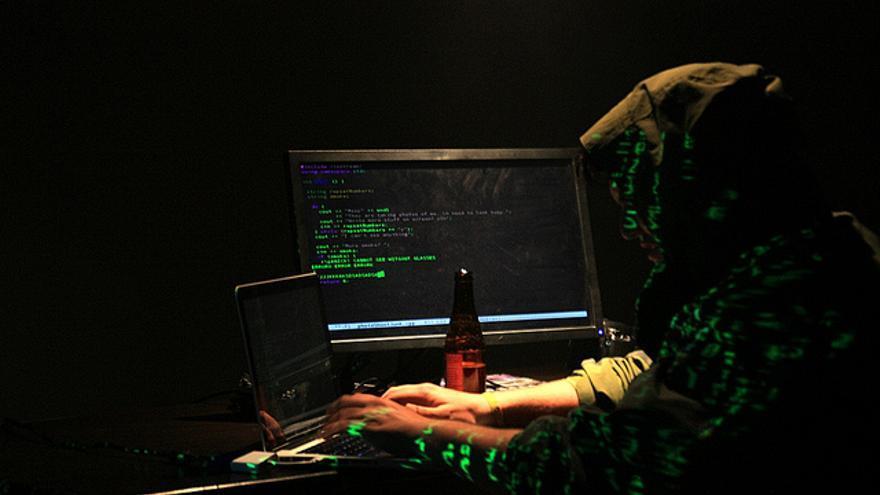España: puertas oficiales cerradas para la información hackeada