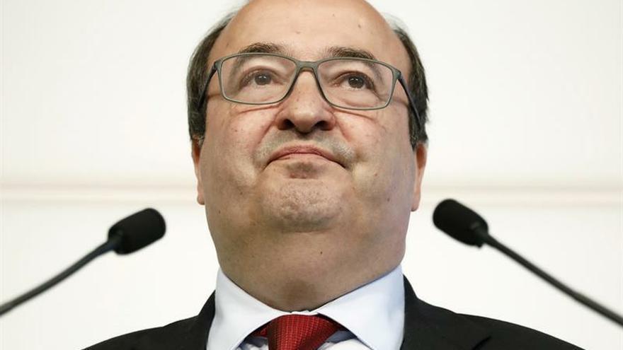 El Parlament catalán decide hoy si designa a Iceta senador