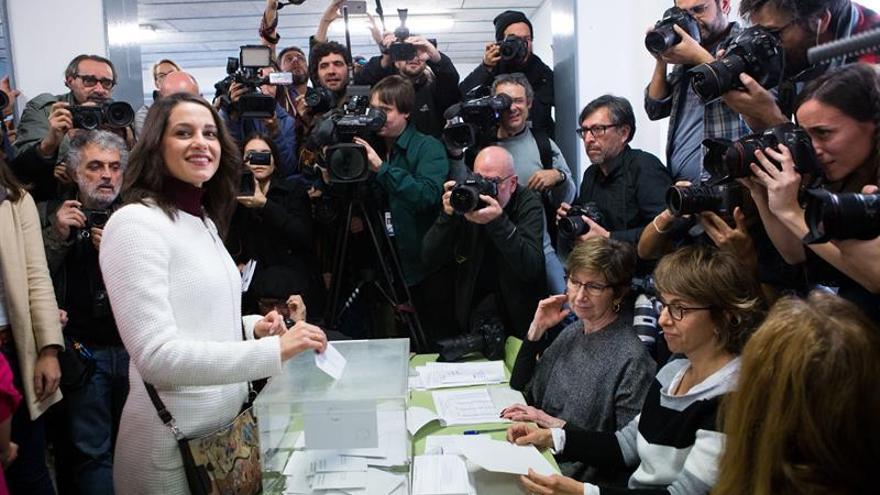 """Arrimadas pide salir a votar en unas elecciones """"básicas para la convivencia"""""""