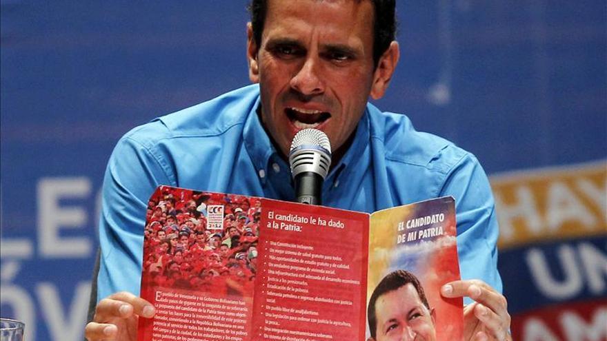 Capriles se reúne en privado con Santos en Bogotá