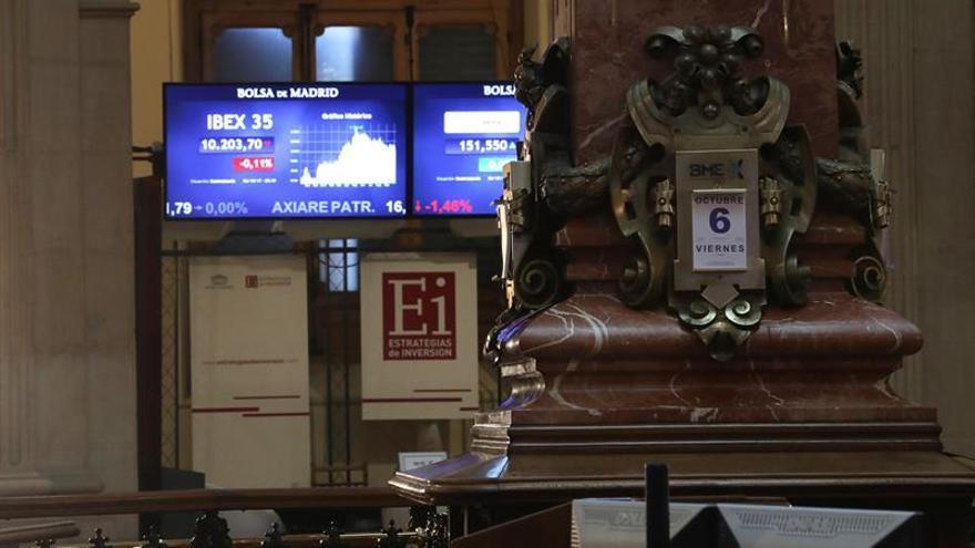 El IBEX 35 sufre las caídas de los bancos catalanes y pierde un 0,84 %