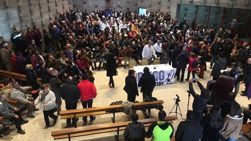Inicio del encierro en la parroquia de Cristo da Vitoria, en el barrio vigués de Coia