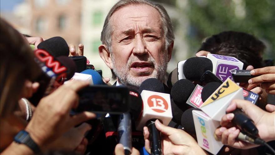 Un exsenador derechista y un empresario oficialista querellados en Chile por fraude