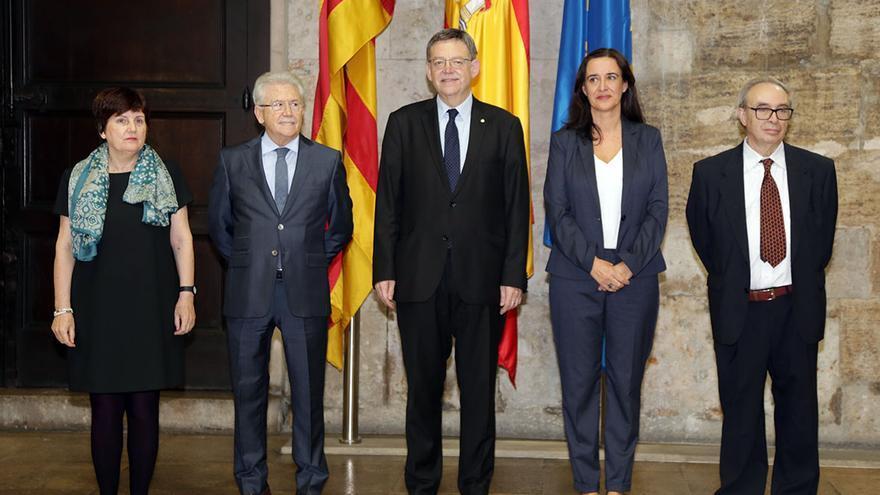 El president Ximo Puig junto a los nuevos miembros del Consell Jurídic Consultiu, Asunción Ventura,Faustino de Urquía y Margarita Soler