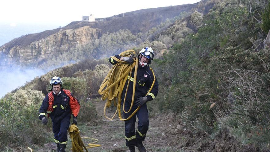 Extinguido totalmente el incendio de Bermeo (Bizkaia)