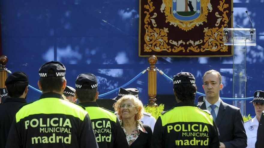 Manuela Carmena, durante un acto con miembros de la Policía de Madrid.