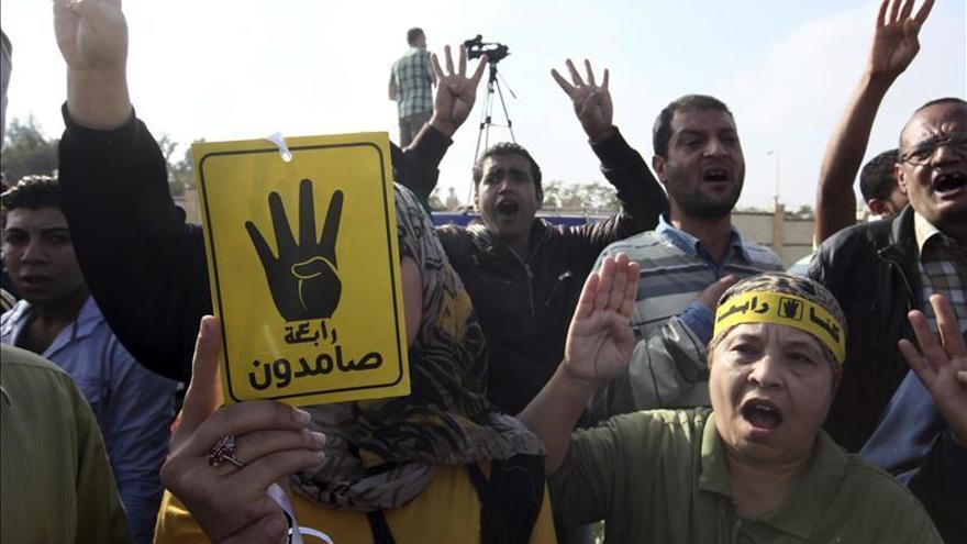 Disturbios durante las protestas de los islamistas contra el juicio de Mursi