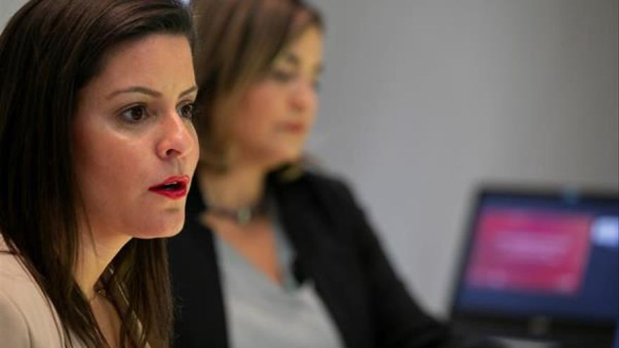 La consejera de Turismo, Industria y Comercio del Gobierno de Canarias, Yaiza Castilla, y la gerente de Promotur, María Mendez.