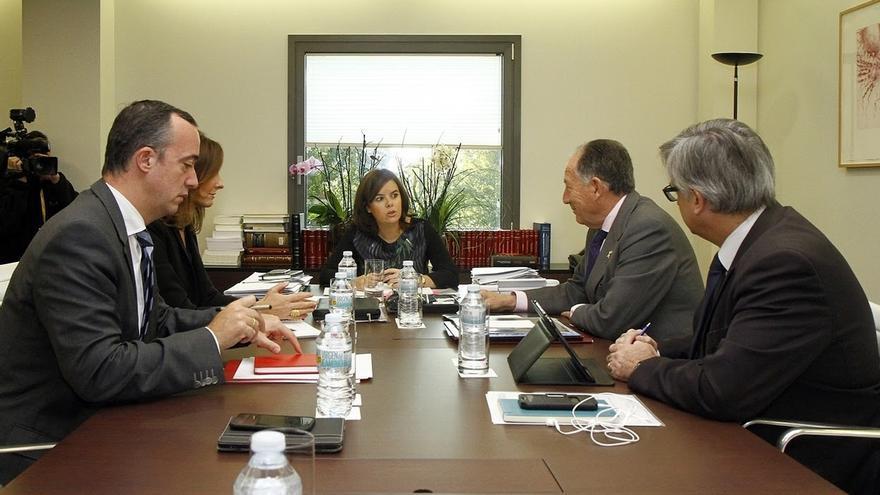 El Gobierno centra su reunión en Moncloa en las medidas de control de fronterizo y los españoles afectados