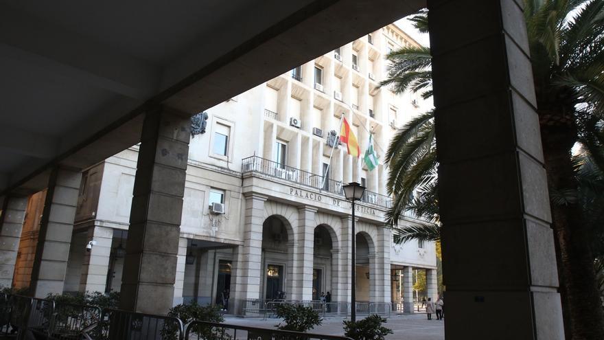 Condenado a tres años un funcionario de prisiones de Alcalá por abusos y vejaciones a reclusas