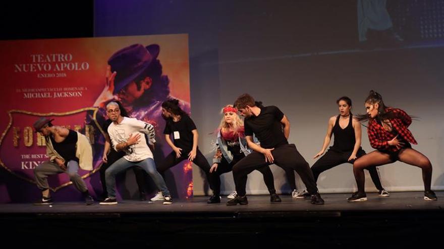 Varios de los participantes en la selección para buscar a Michael Jackson adulto e infantil