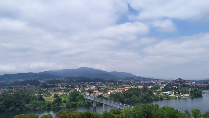Galicia, con Tui a la derecha, vista desde Portugal
