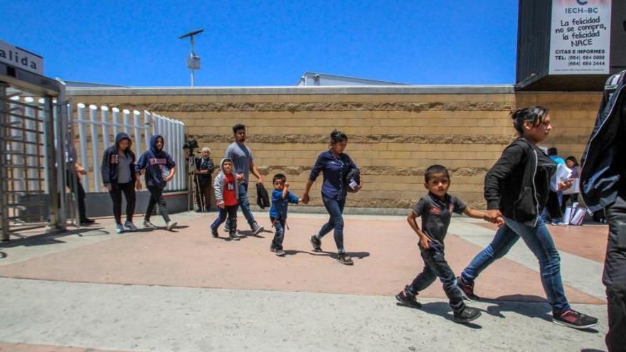 Juez de EE.UU. avala que migrantes que teman ser enviados a México tengan abogado