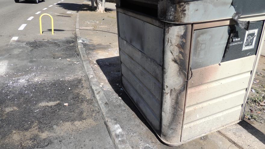 Contenedores quemados en Jinámar