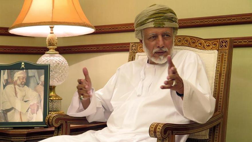 """El ministro de Exteriores omaní asegura que la paz no se puede """"forzar"""" o """"imponer"""""""