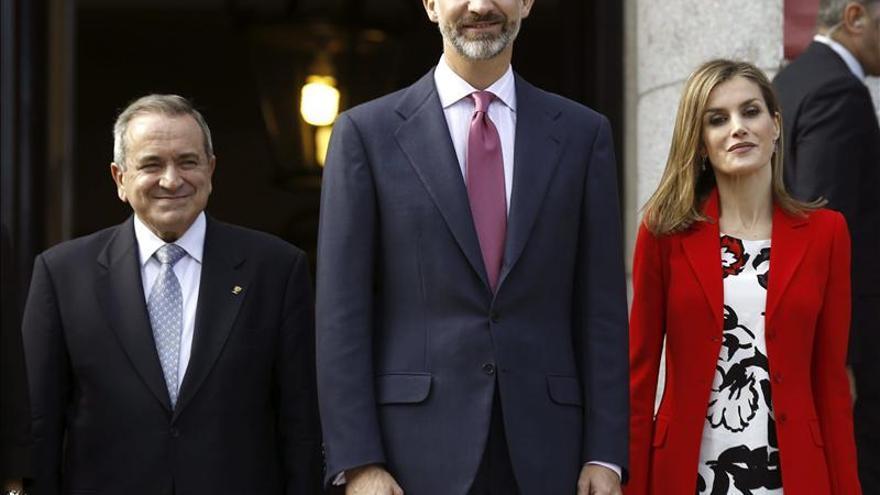 El Rey advierte de que España no puede permitirse la fuga de jóvenes talentos