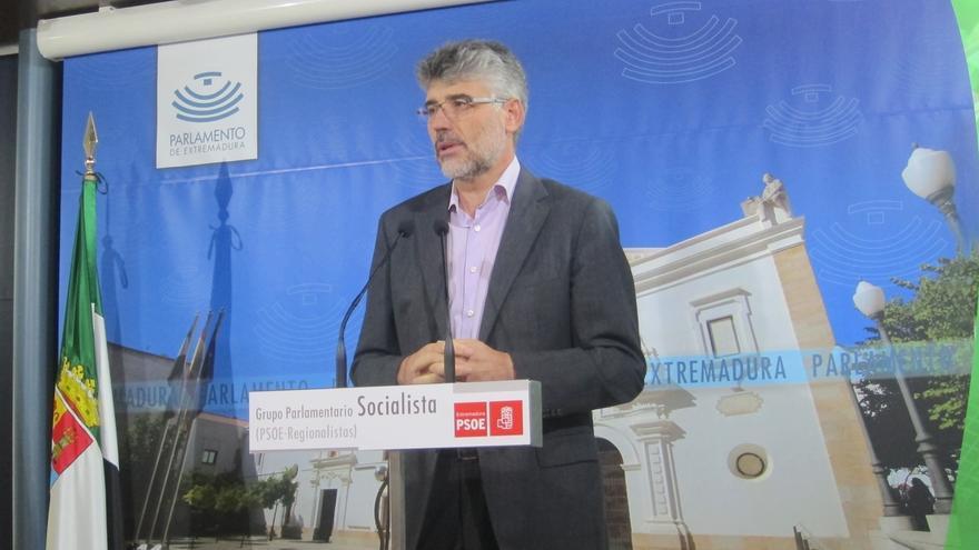 """El PSOE extremeño cree que si Monago no dimite debería someterse a una cuestión de confianza como algo """"ineludible"""""""