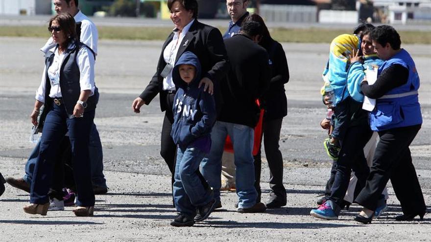 Un grupo de inmigrantes deportados, entre ellos varios niños