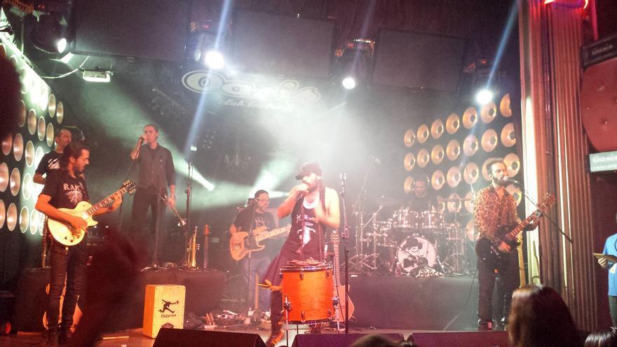 En Zaragoza, Campello y su banda ofrecieron un concierto de más de dos horas de duración cargado de energía y sentimiento.