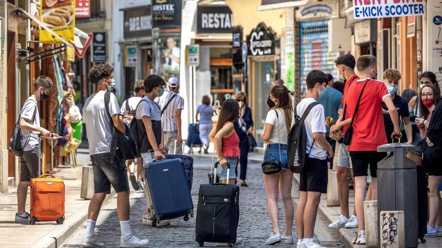 Valores turísticos caen con fuerza en bolsa tras las restricciones a Reino Unido