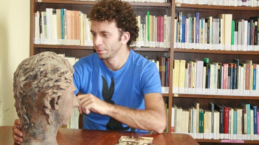 El arqueólogo Israel-Jacobo Alcón, en la Sociedad La Cosmológica.