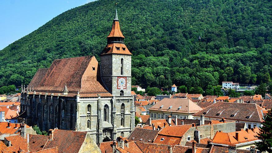 La iglesia negra de Brasov, ciudad medieval transilvana. Troy