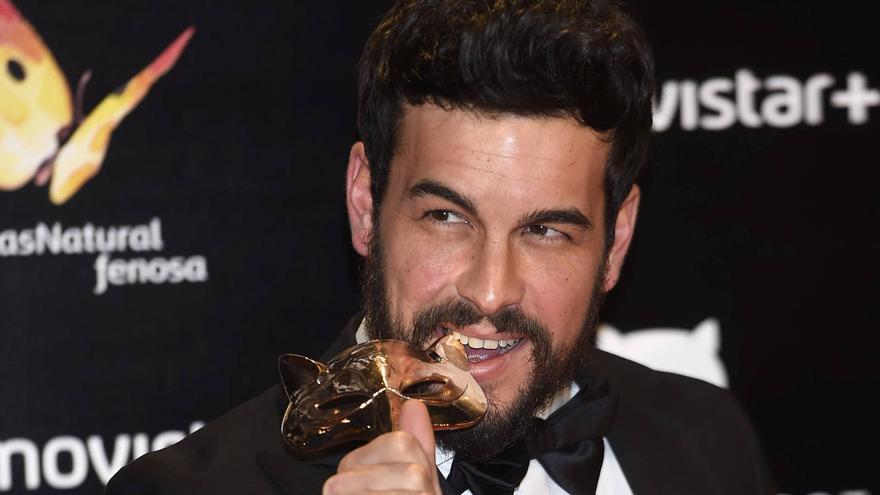 Mario Casas, con su premio Feroz al Mejor Actor de reparto por 'Mi gran noche'