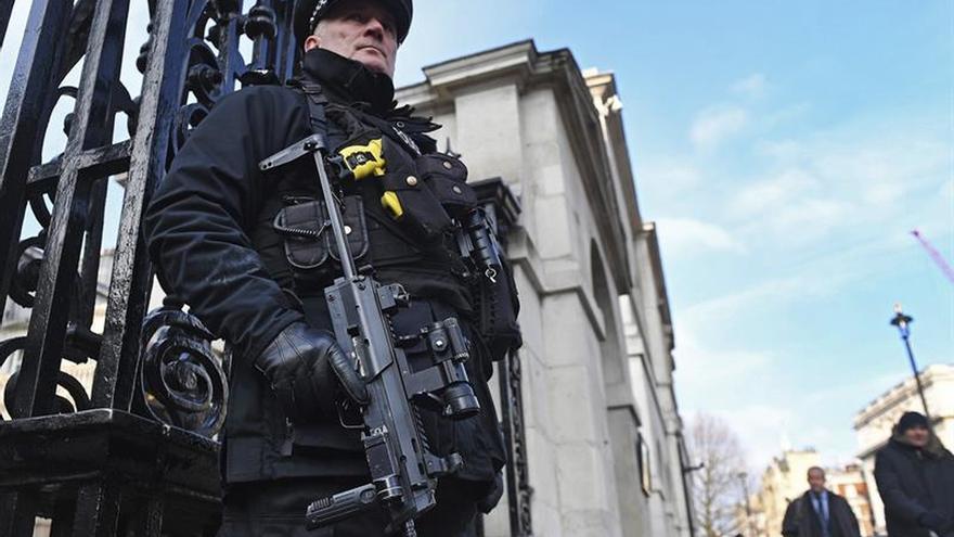 Cierran las calles que rodean el palacio de Buckingham por seguridad