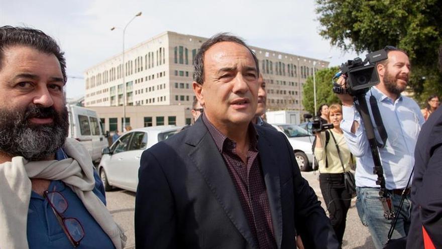 Dejan en libertad al alcalde de Riace, pero le prohíben residir en su pueblo